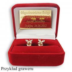 złote kolczyki z personalizacją na prezent