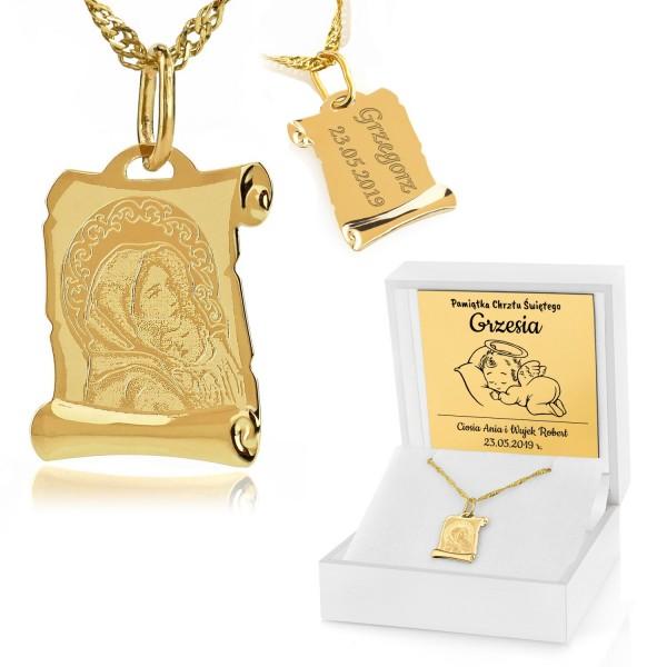 złoty medalik z grawerem w pudełku na prezent na chrzest