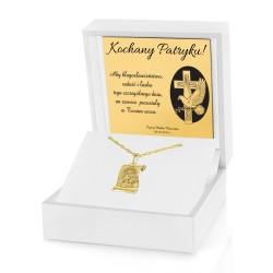 medalik z łańcuszkiem w pudełku z grawerem na prezent na komunię