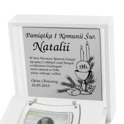 pamiątka komunijna srebrny ryngraf w pudełku z dedykacją
