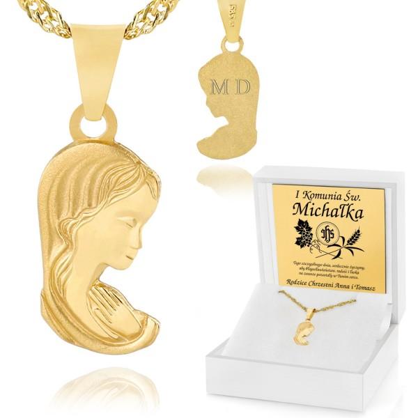 złoty medalik matki boskiej w białym pudełku z grawerem