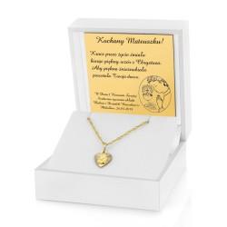 łańcuszek z medalikiem w pudełku z dedykacją na prezent na komunie