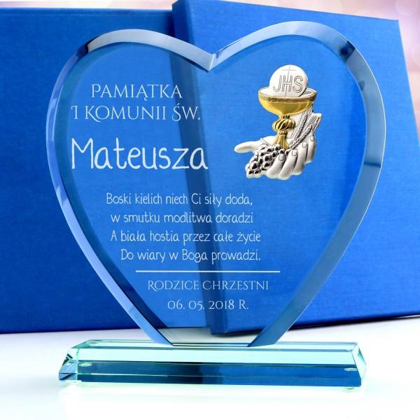 statuetka serce z kielichem i grawerem na pamiątkę komunii świętej dla chłopca
