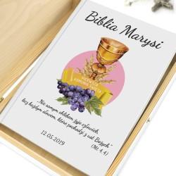 biblia w pudełku z nadrukiem kielich bożej ręki prezent na komunię dla dziewczynki