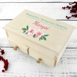 pudełko na biżuterię drewniane z nadrukiem na pamiątkę komunii świętej lilie